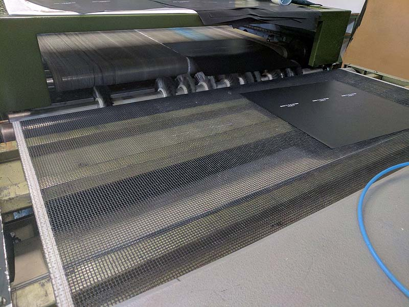 Austritt aus großer Siebdruckmaschine